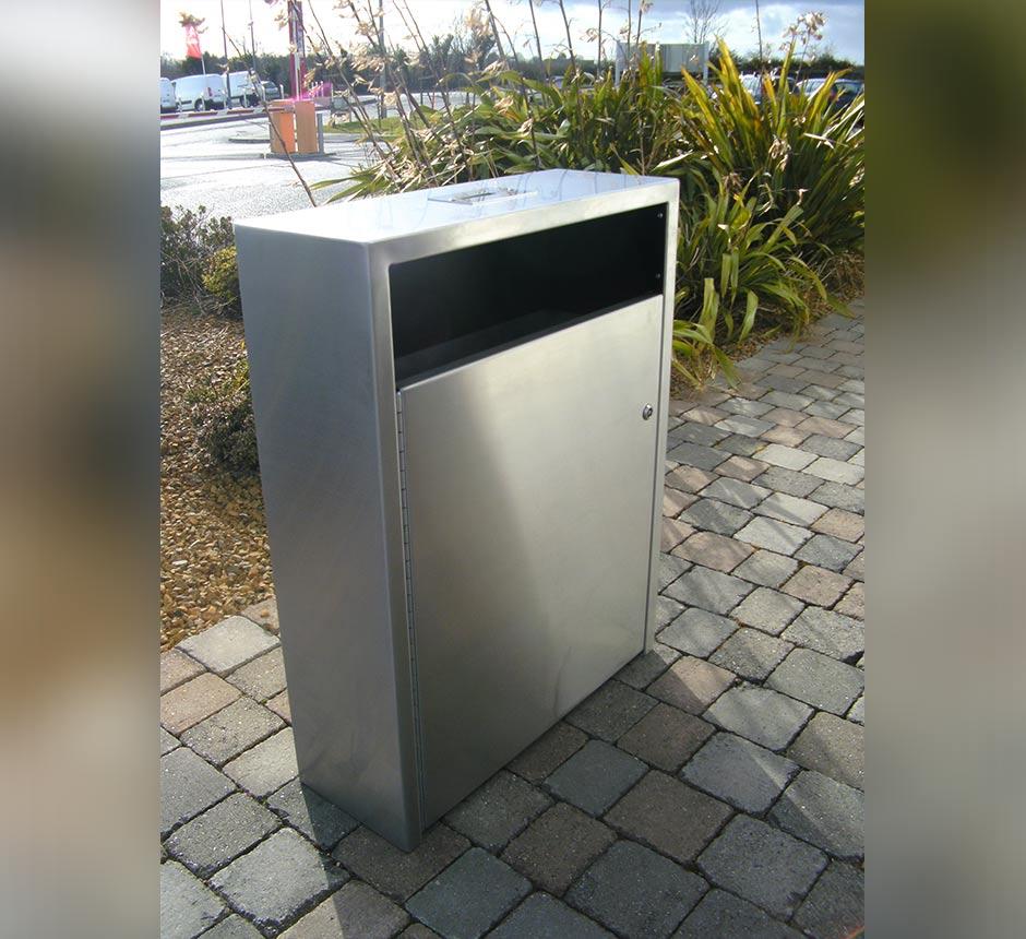 Side view of Kents Arsenal litter bin