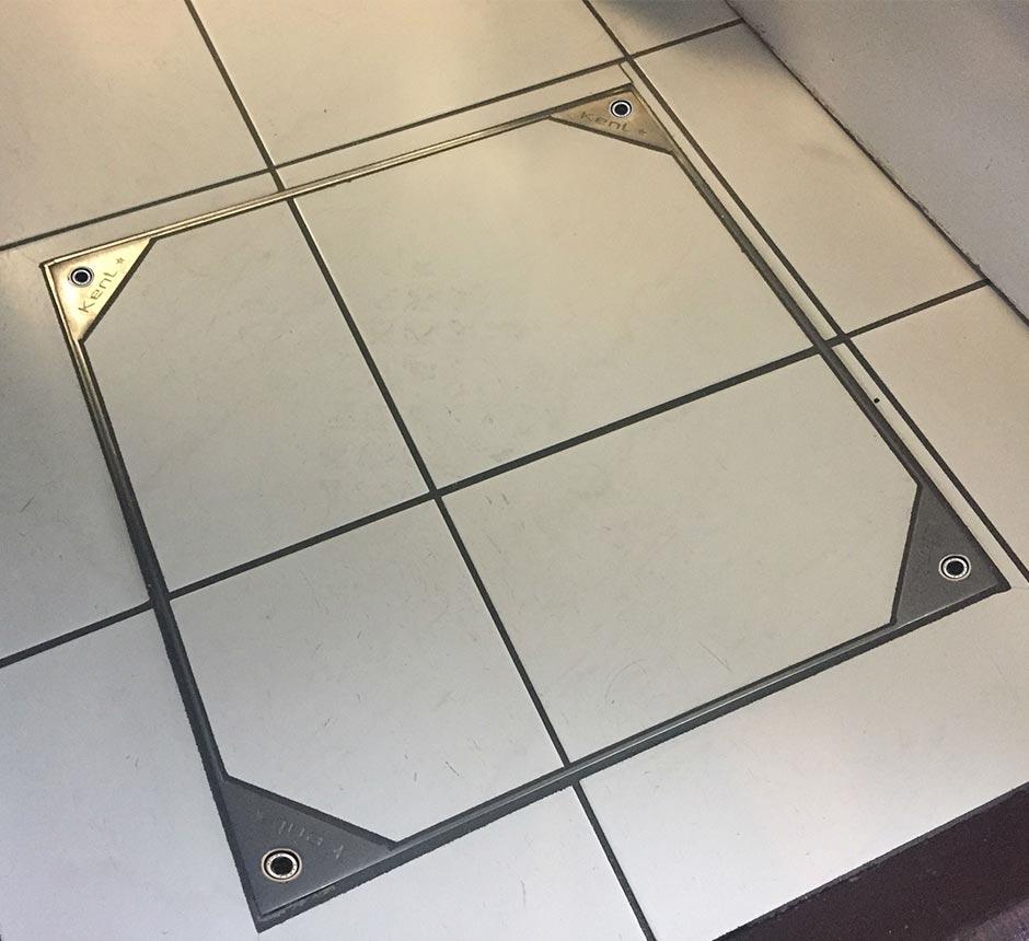 Kent's Solo Internal Manhole in use